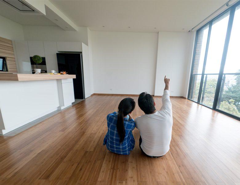 Couple dans son appartement