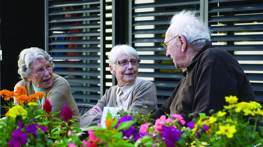 Résidents de la résidence services seniors Les Prairies de l'Ille à Rennes