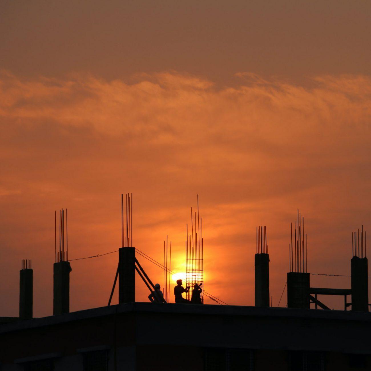 Bâtiment au coucher du soleil